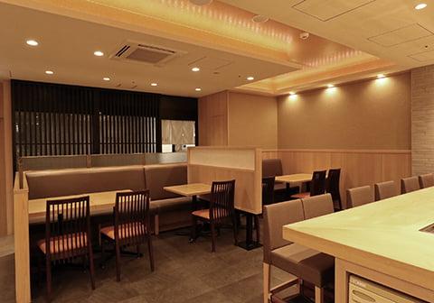 寿司食べ放題の雛鮨 上野の森さくらテラス店の内観